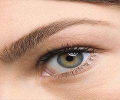 Ten las cejas perfectas con estos trucos de belleza